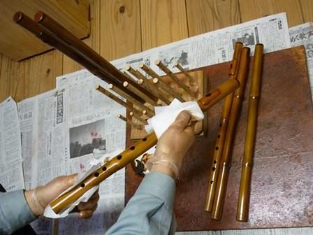 オリジナル横笛真竹G管拭き漆塗り作業