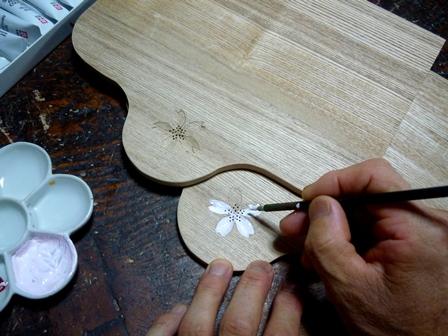 アクセサリーボックスの背板に 桜の花を印刻