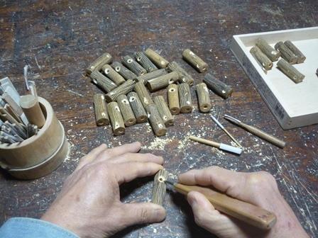 ウグイス笛製作中 歌口整形