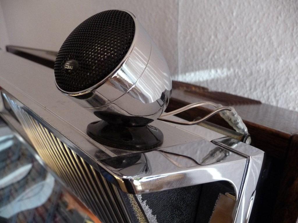 Diese Lautsprecher sind nicht original und dienen als Hochtöner (regelbar)