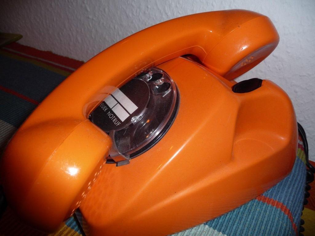 gab´s auch in grün und Elfenbein, ich telefoniere sogar noch damit ;))