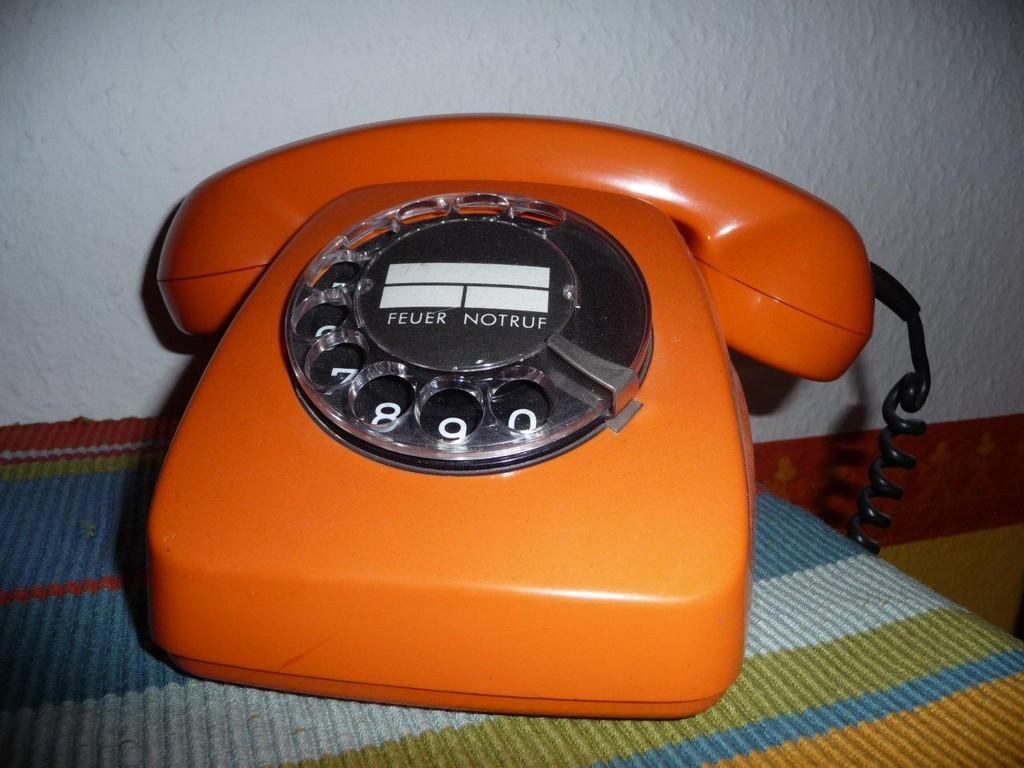 Das gute alte Wählscheibentelefon :-D  ebenfalls aus den 70ern
