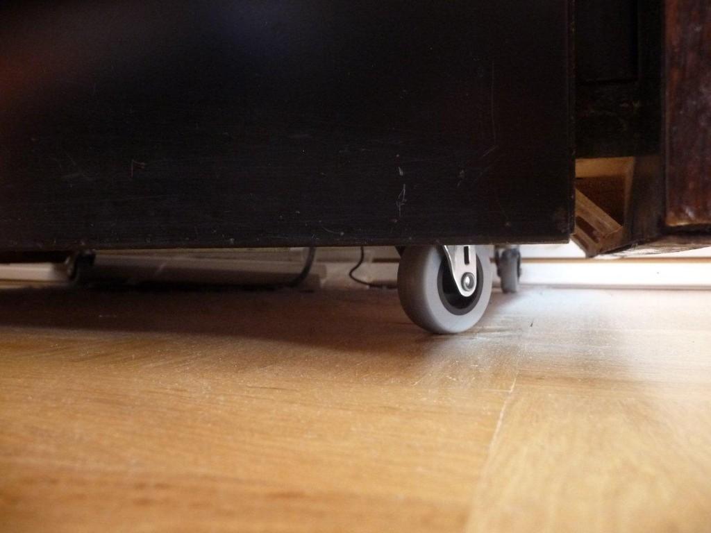 Stahlrollen wurden mit Parkettrollen ersetzt !!