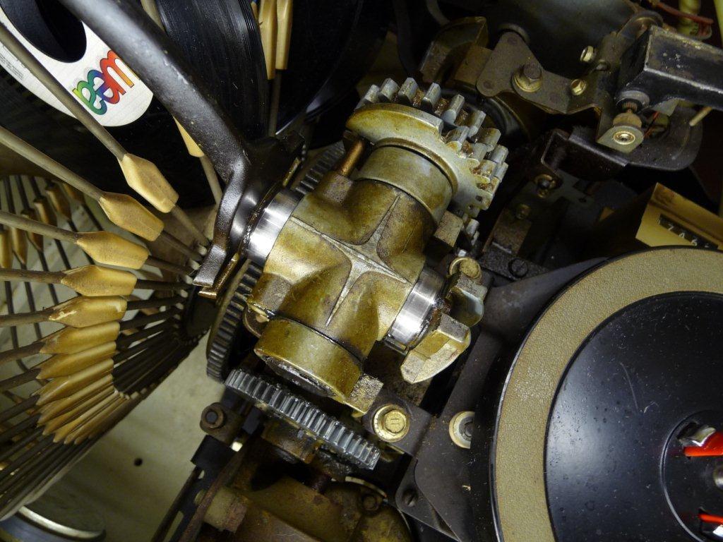 Motor des Auflegemechanismus vor der Reinigung...