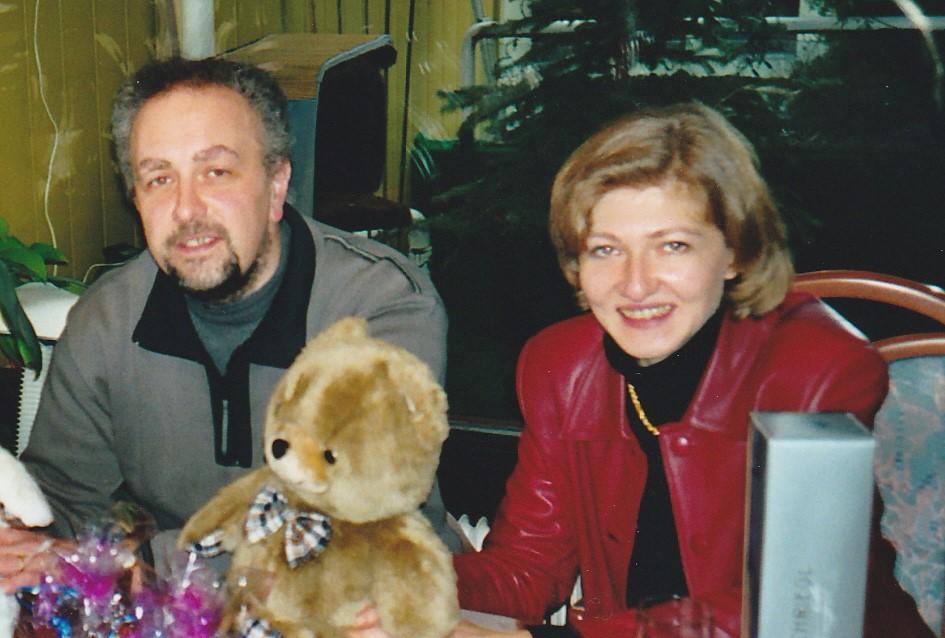 """Am 30.12.2001 meine Schwester und ihr Mann besuchten uns in Wien (1100, Malborghetgasse). Warum sie später behauptete mich nicht zu kennen, wird wohl eine ihren vielen """"journalistischen Geheimnisse"""" bleiben"""