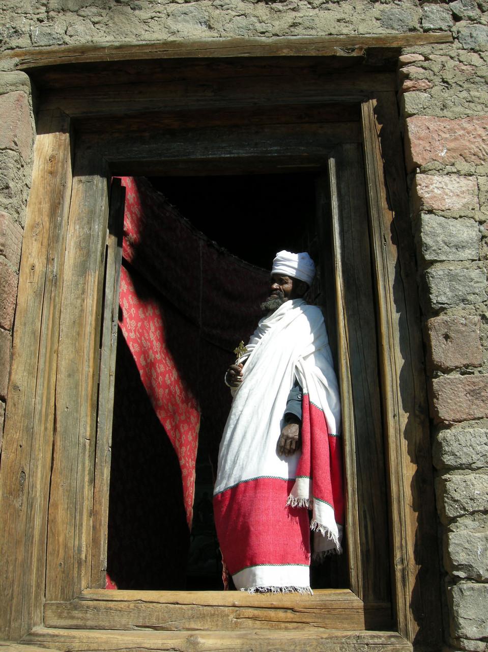 Äthiopien: christlicher Priester in Lalibela