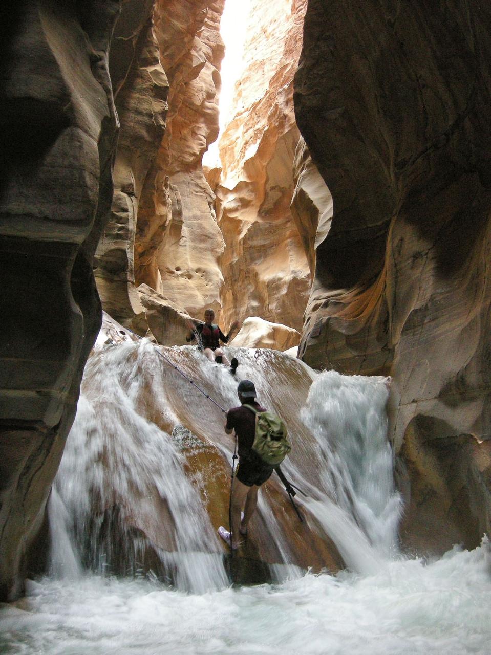 Jordanien: Wasserfall erklettern im Wadi Mujib