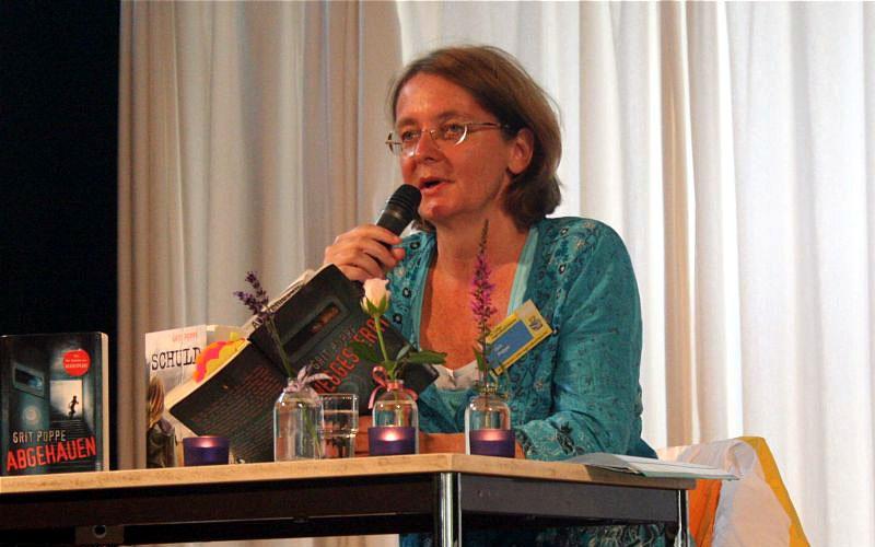 Autorin Grit Poppe an der Erich Kästner Realschule Steinheim