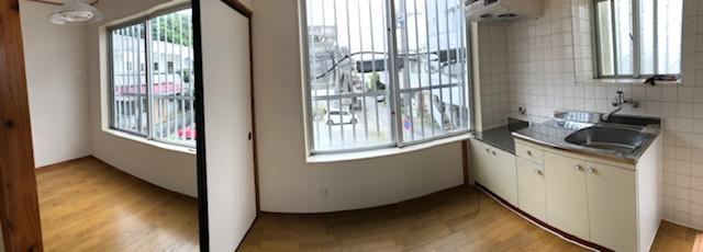 窓が多く明るいお部屋