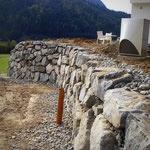 Hangsicherungen Steinschlichtungen Naturstein verlegung mit Bagger von Stonepack Kärnten