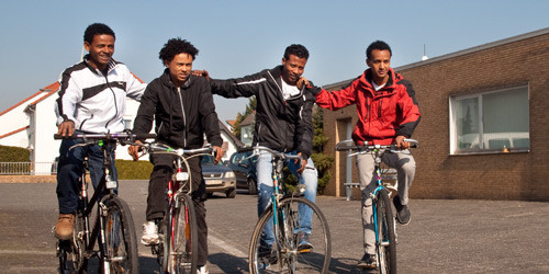 Fahrräder für Flüchtlinge - Tisch und Teller