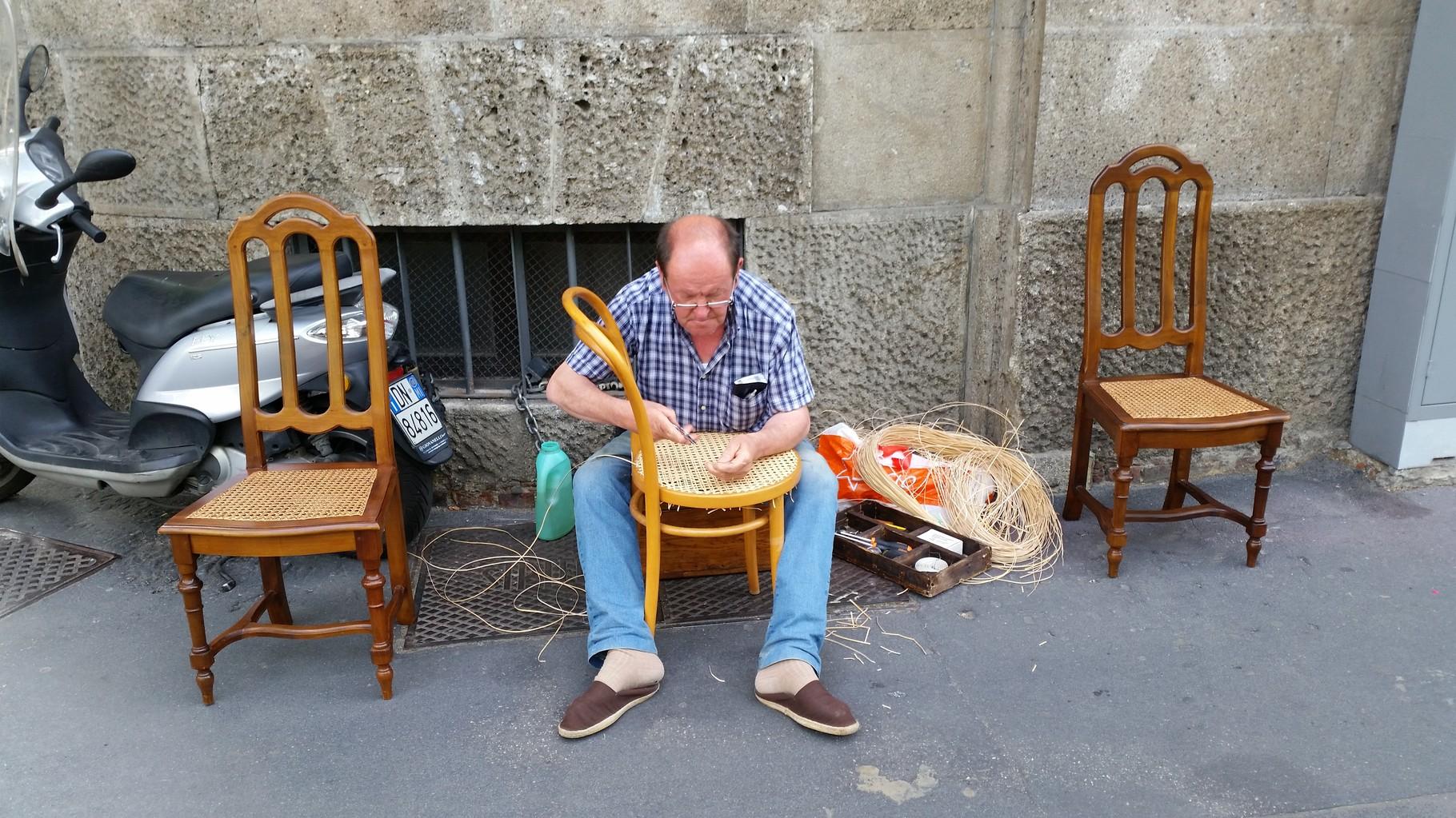 impagliatore di sedie  viale Papiniano 2015