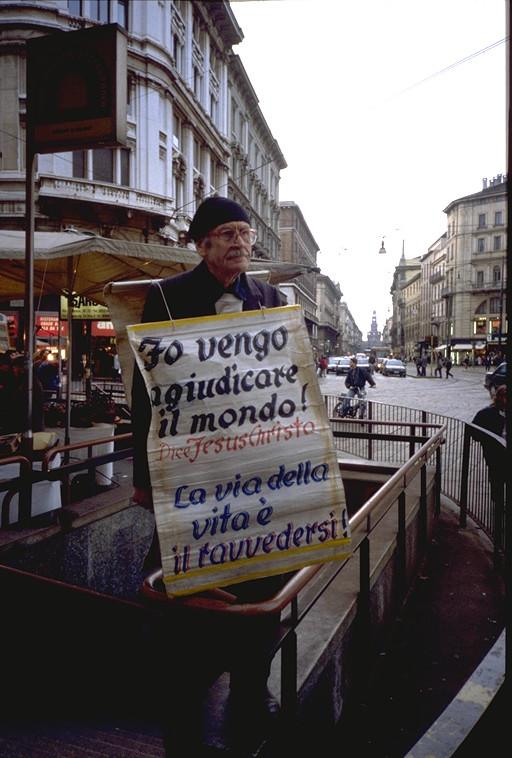 Personaggio  Piazza Duomo 1991