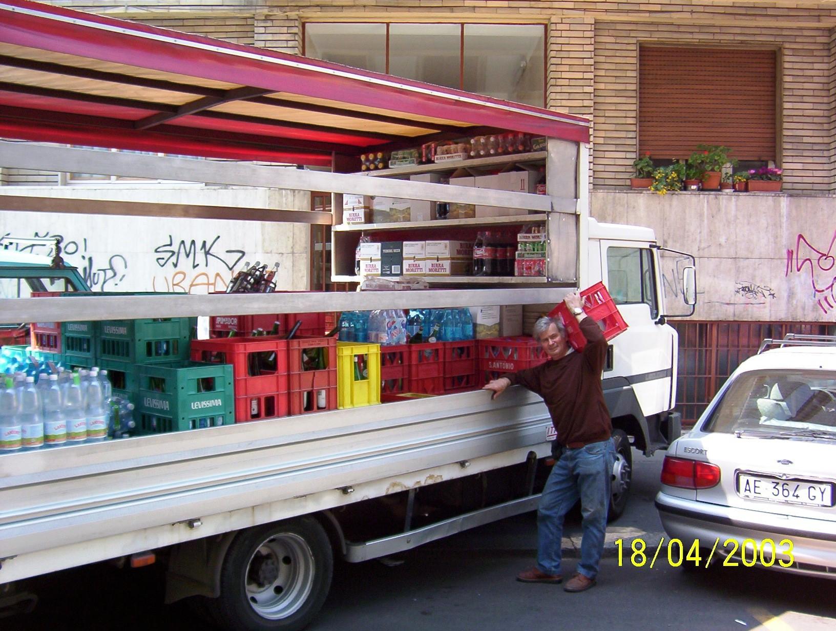 Venditore bottiglie acqua  via Gentilino 1995