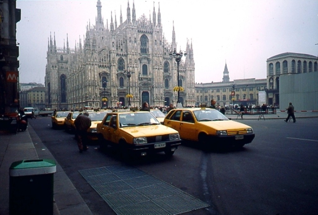 Taxi Piazza Duomo 1991