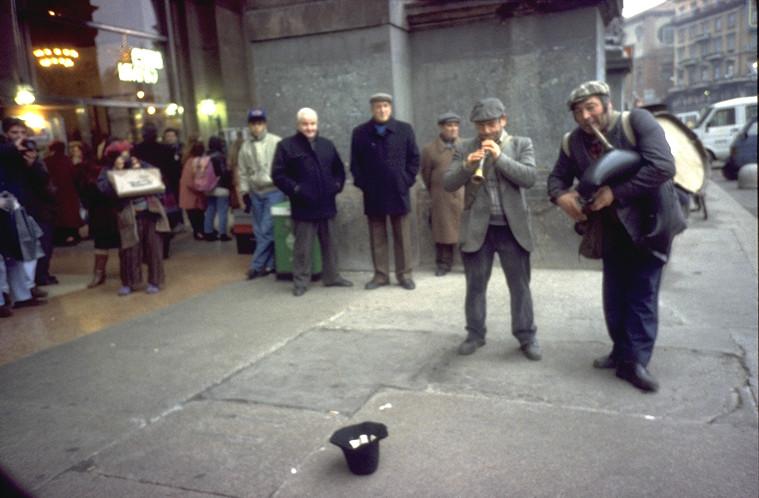 ZAMPOGNARI CORSO VITTORIO EMANUELE NATALE 1990