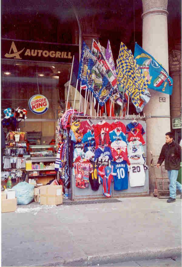 Bandiere e magliette 2001
