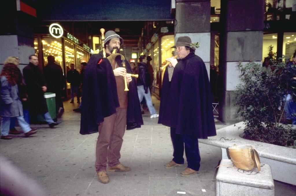 ZAMPOGNARI ZONA DUOMO NATALE 1990