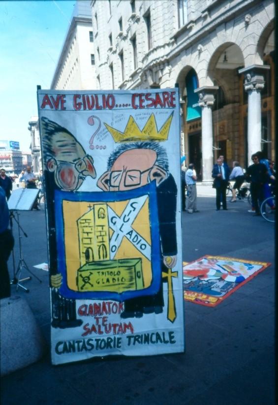 """PROTESTA CONTRO """"SFRATTO"""" DA PIAZZA PIAZZA DUOMO 1997"""