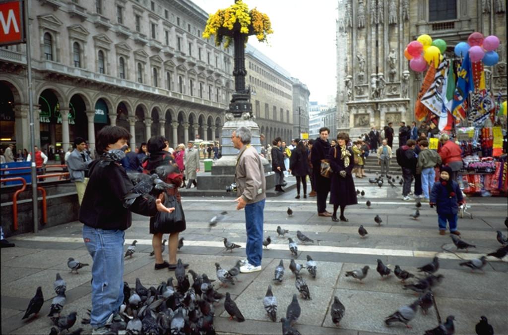 Fotografo con piccioni Piazza Duomo 1991