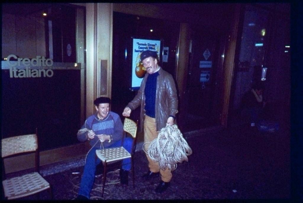 impagliatore di sedie  piazza XXIV Maggio 1995