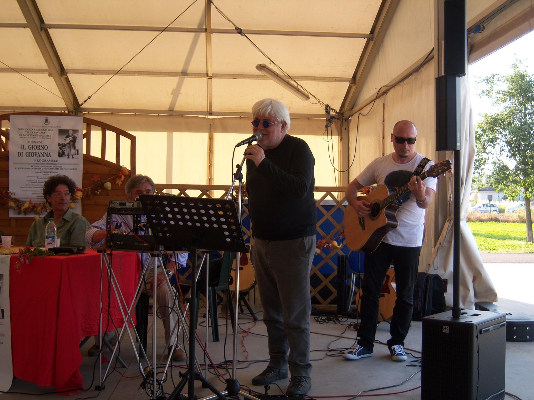 Gastone Pietrucci del gruppo di canto popolare La Macina