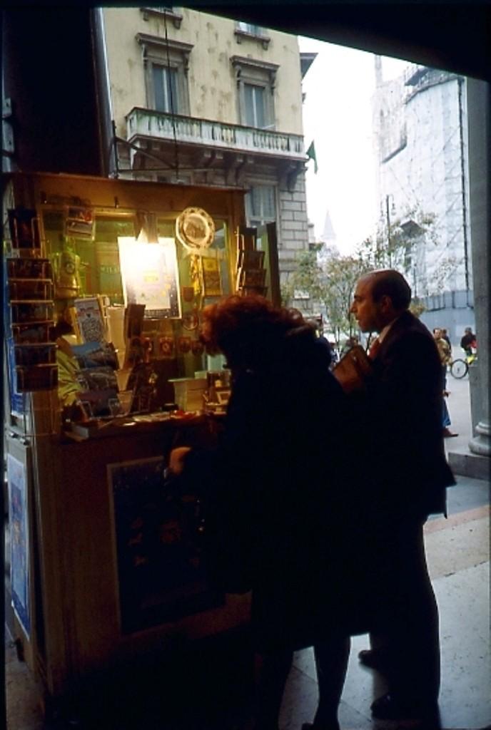 Banco biglietti Lotteria e souvenir  Portici piazza Duomo  1994