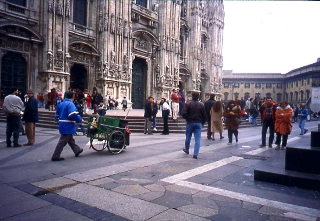 Operatore Ecologico piazza Duomo 1991