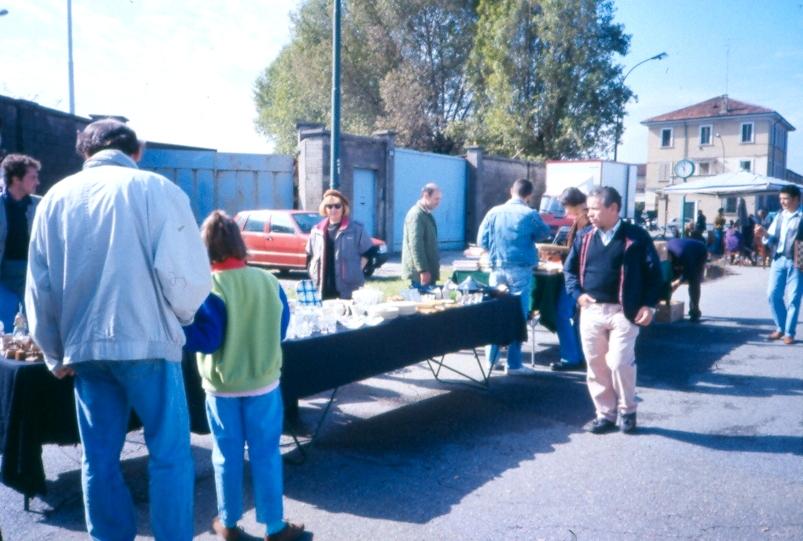 Mercato delle pulci di via Lorenzini
