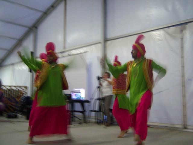 esibizione  di danza indiana della comunità Sikh di Motteggiana