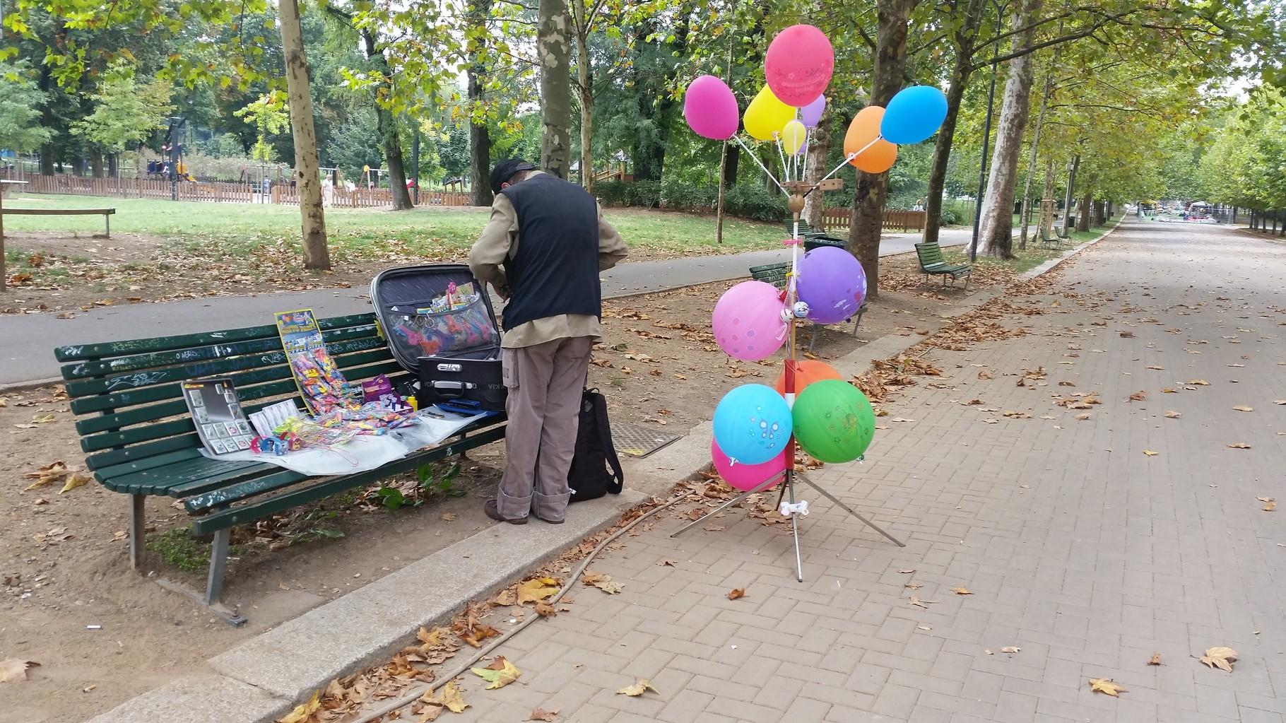 Venditore palloncini parco Ravizza 2015