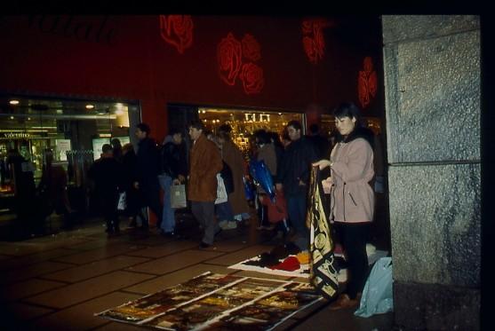 Venditrice foulard 1994