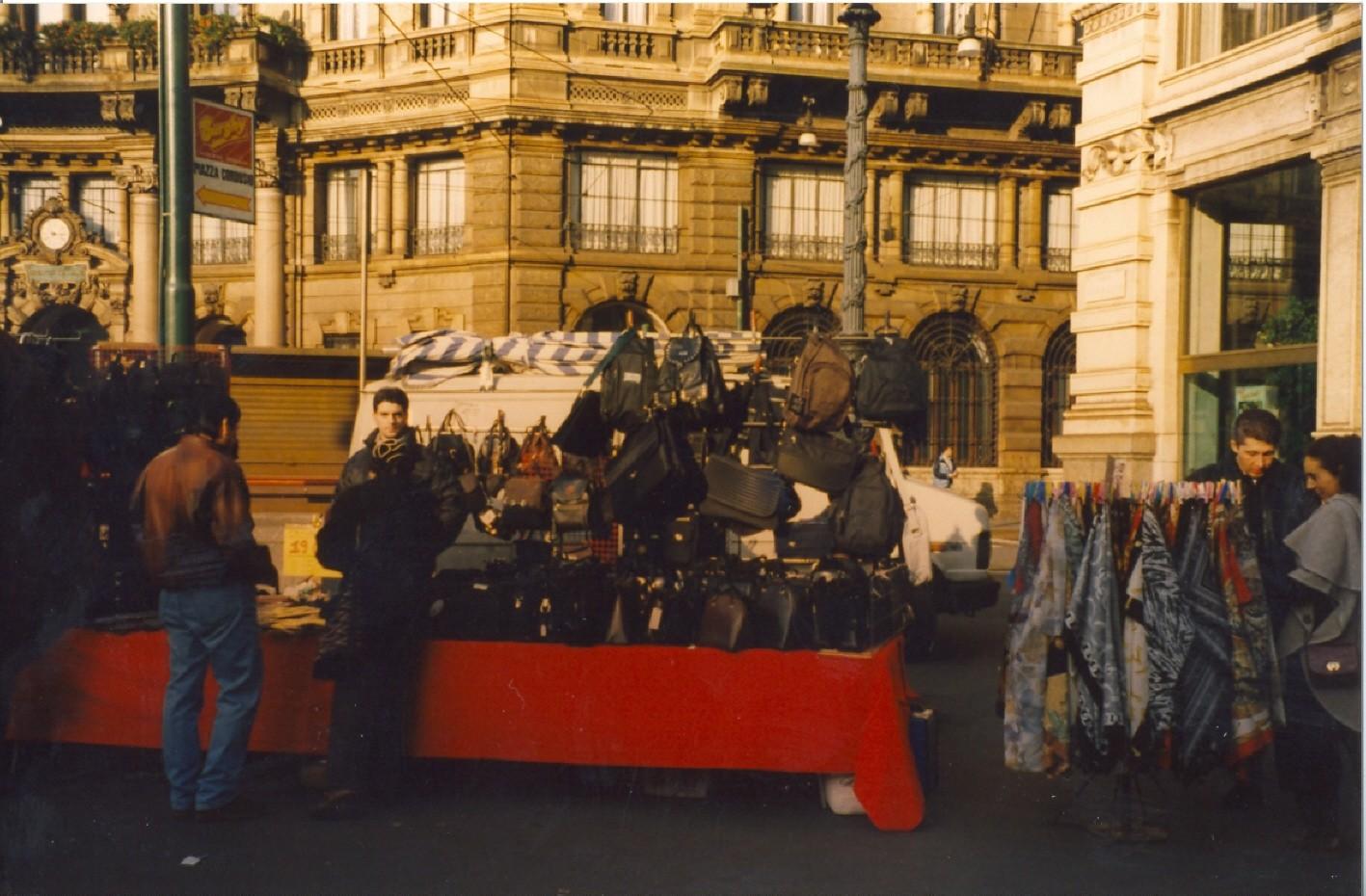 Venditore borse Piazza Cordusio 1998
