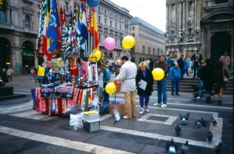 Bandiere e palloncini piazza Duomo 1991