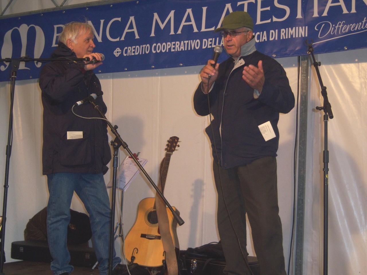 Mauro Chechi ed Elino Rossi offrono al pubblico un esempio di ottava rima