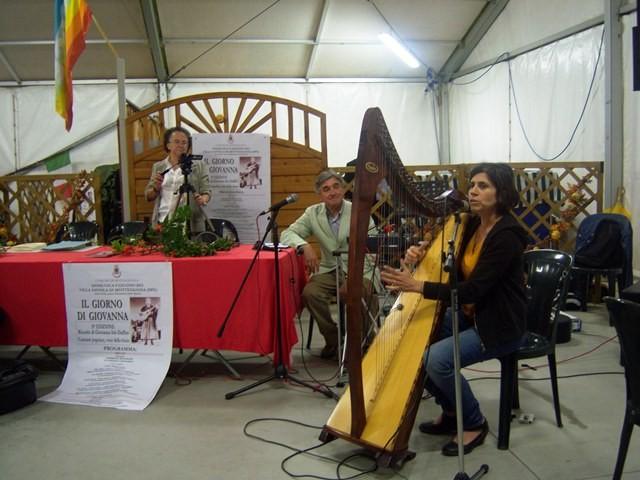 Roberta Pestalozza III classificata con la sua arpa di Viggiano