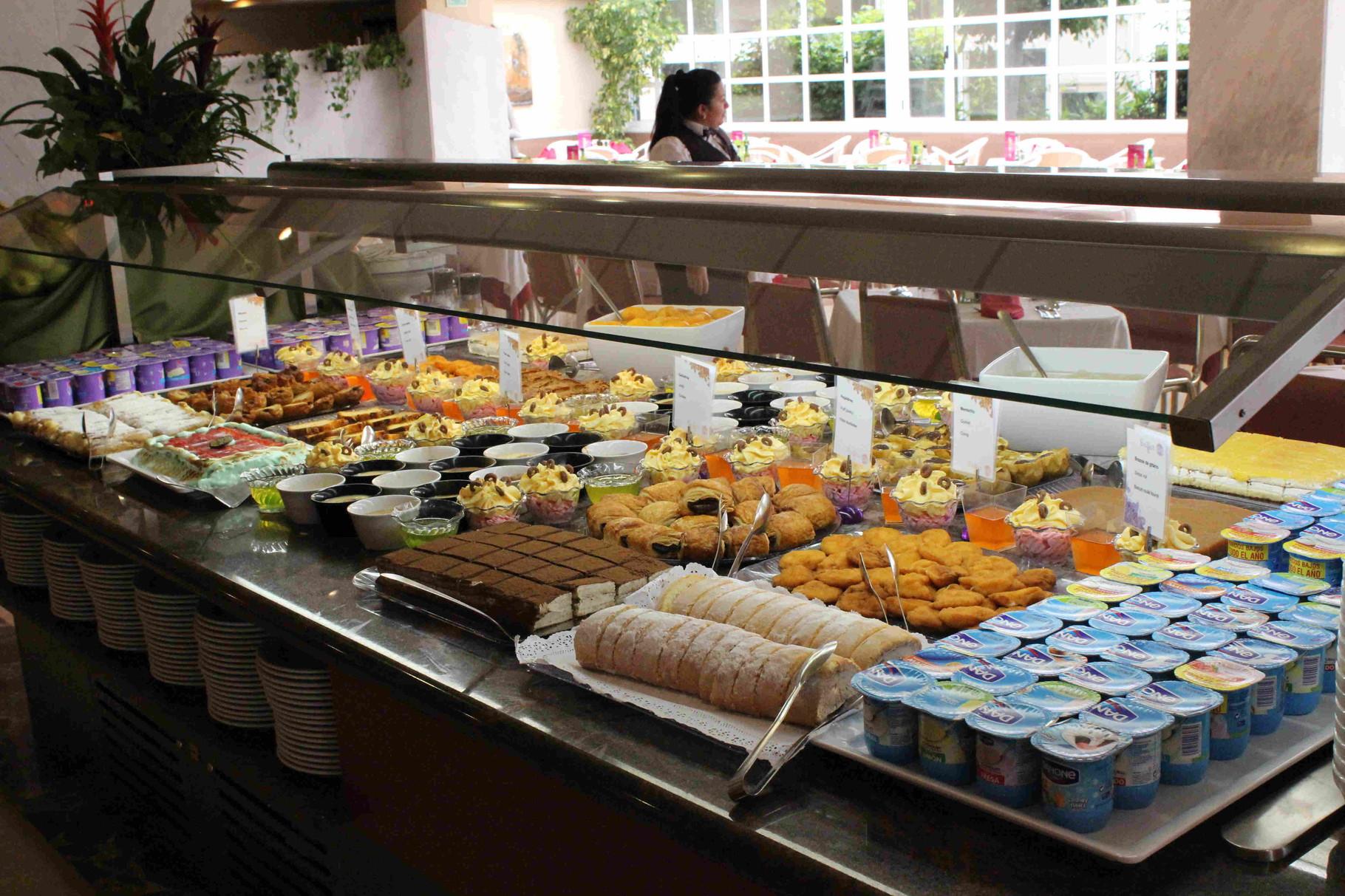 L'un des buffets (Desserts)