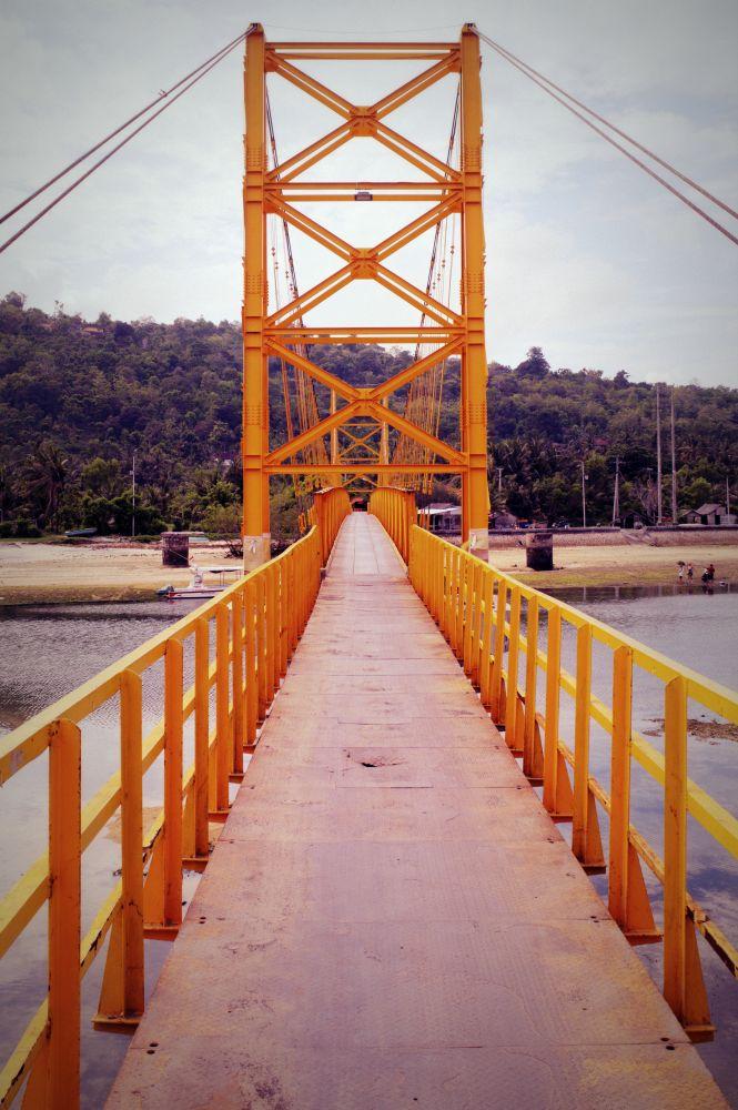 Brücke zwischen Nusa Lambongan und Nusa Ceningan
