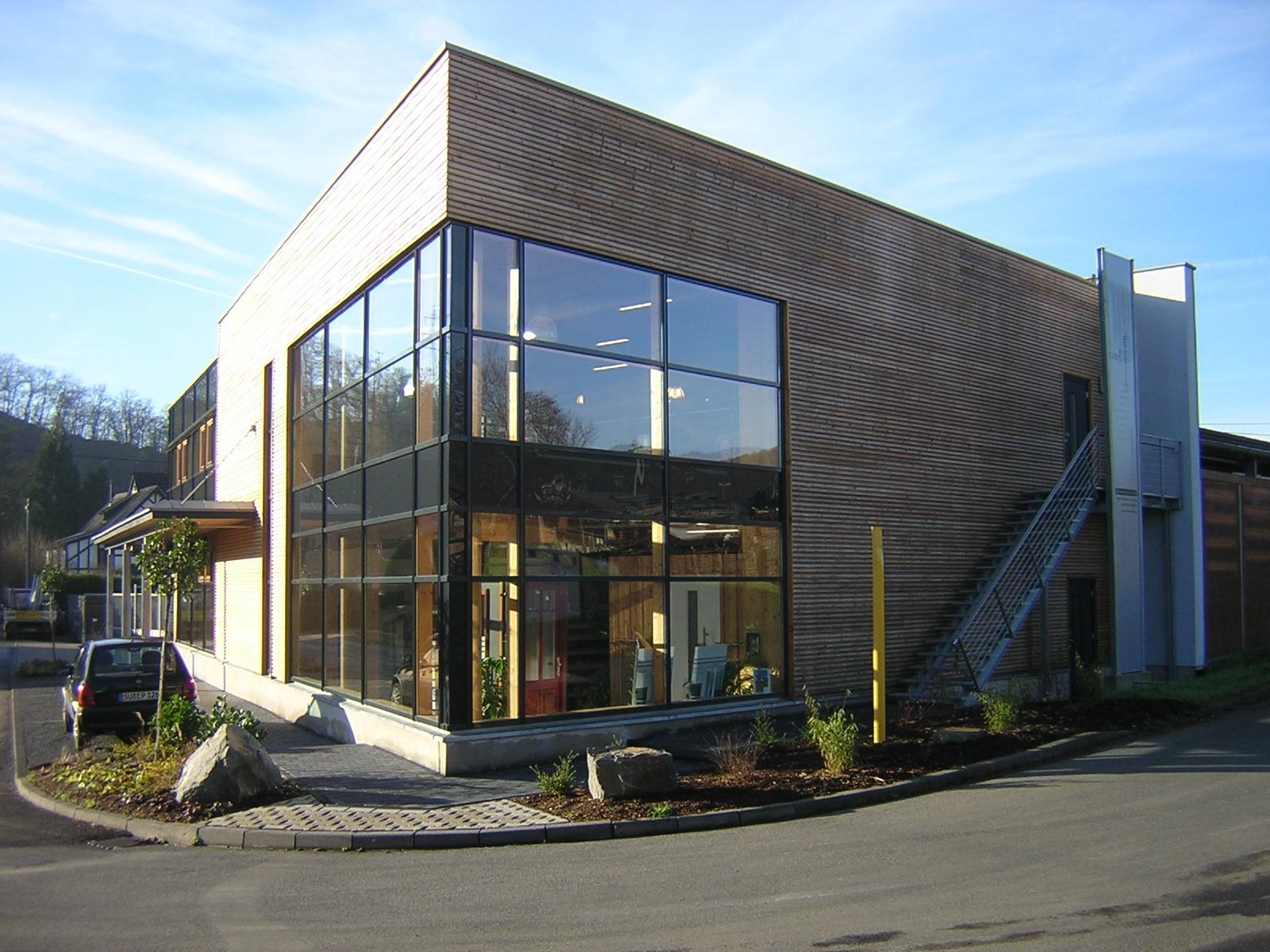 Holz Langen: Ausstellungsgebäude