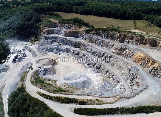 Photo et vidéo en drone de la carrière du Thym à Aubusson Creuse-Photovideodrone
