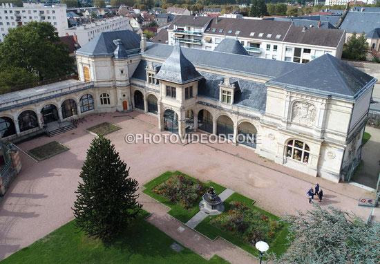 Photo en drone du Musée Anne de Beaujeu à Moulins, Allier - Photovideodrone