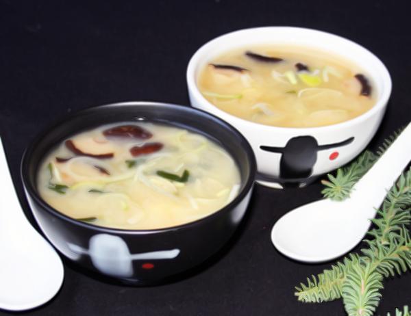 Miso shiru - Sopa de miso con tofu, wakame y shitake