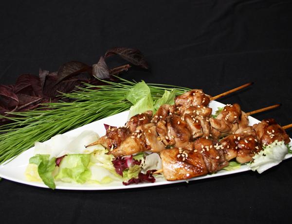Yakitori teriyaki - Brochetas de pollo a la plancha con salsa teriyaki