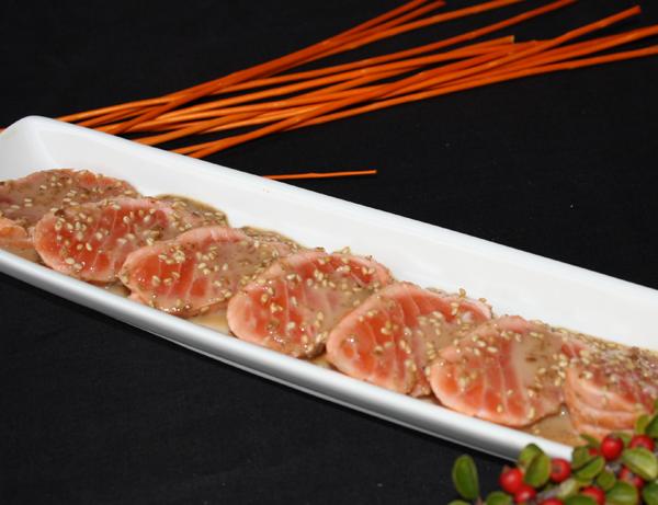 Tataki shake - Salmón asado con slsa goma y sésamo blanco
