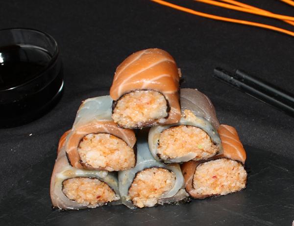 Hosomaki k'mchi - Hosomaki de arroz kimuchi envuelto en sashimi variado