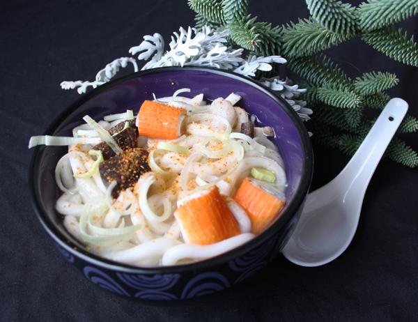 Udon - Fideos con ebi, kanikama, shitake, puerro y sichimi togarashi