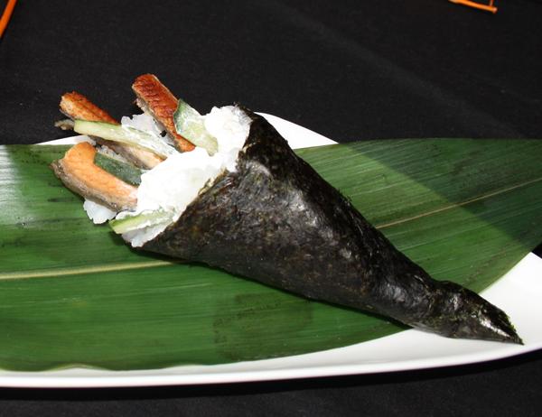 Unakyu - Anguila ahumada, pepino y queso crema