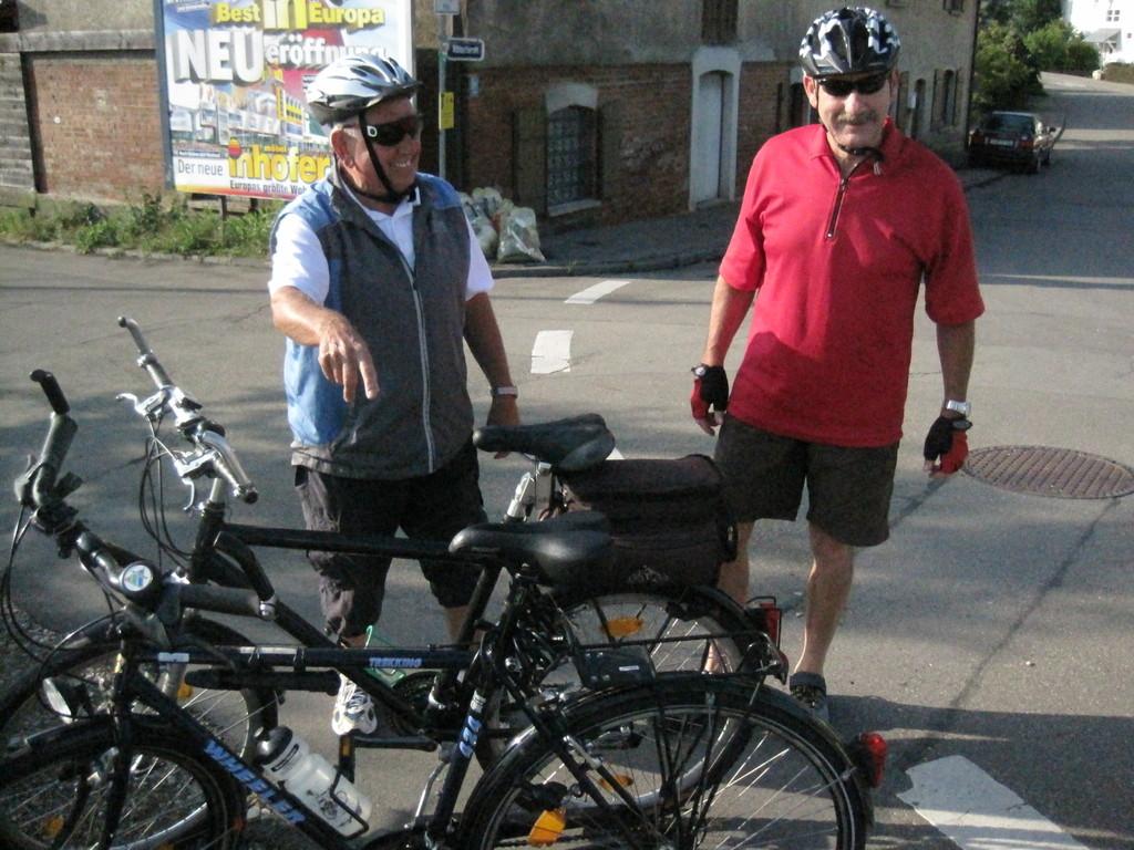 .. pass mal auf unsere Fahrräder auf ! ....