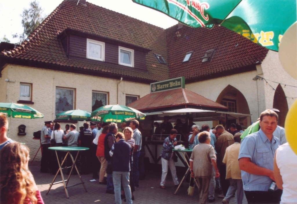 22.08.2004 Volksfest - die stets belagerte Bierbude
