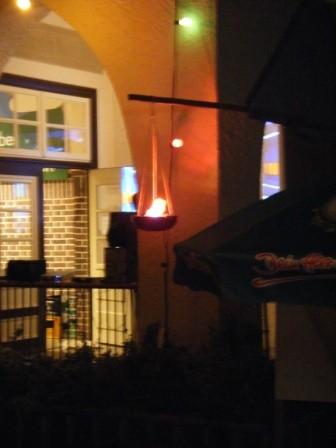 Das olympische Feuer am späten Abend